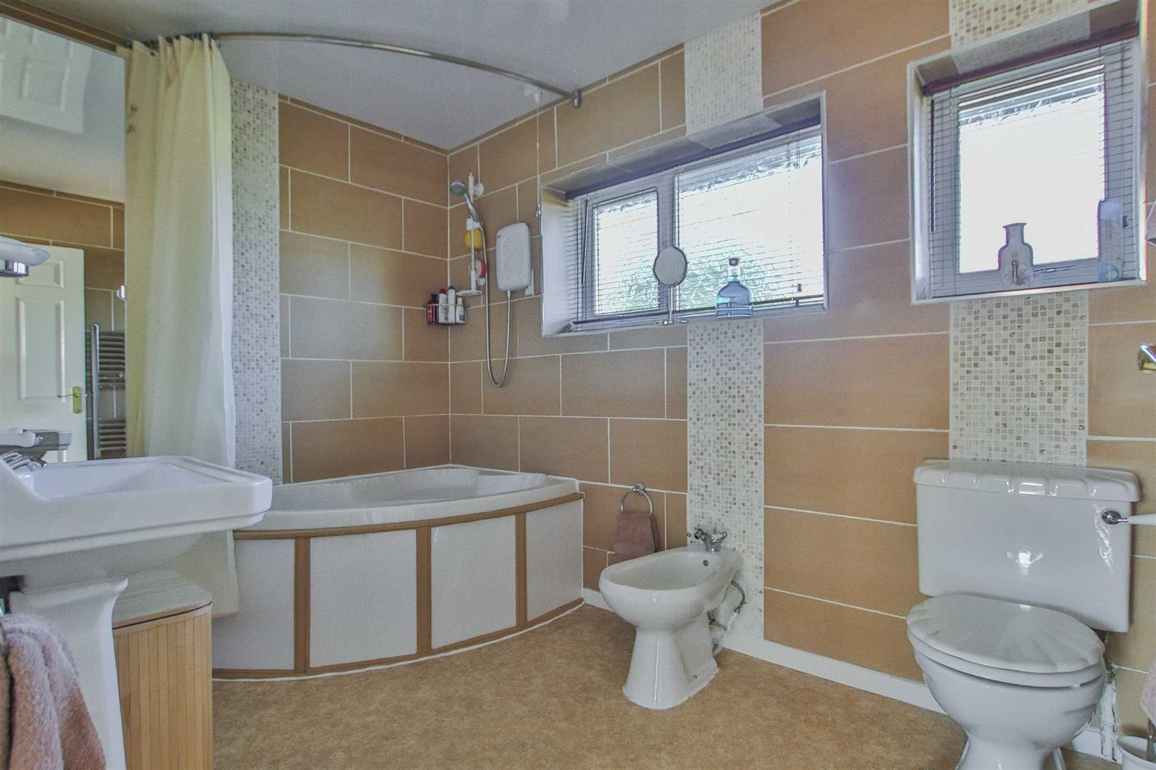 4 Bedroom Detached House For Sale - Image 15
